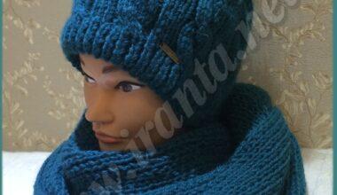 Двойная зимняя шапочка с косами и помпоном