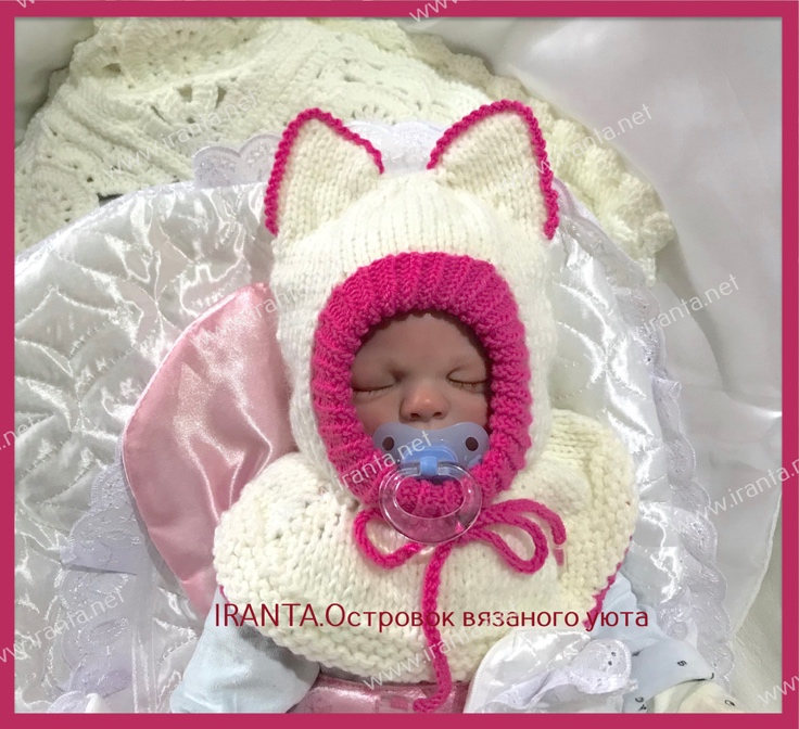 """Комплект на выписку """"Малышка Китти"""": шапочка-шлем и носочки"""